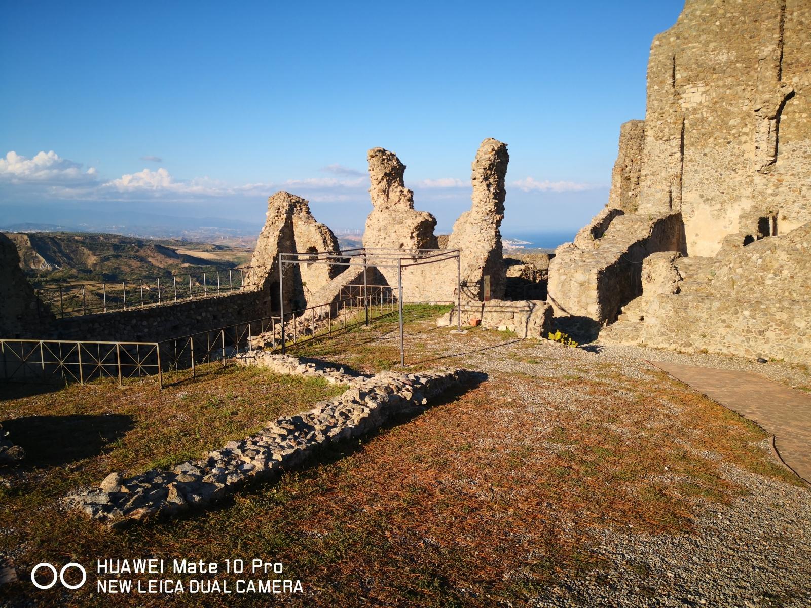 interno-del-Castello-Ascone